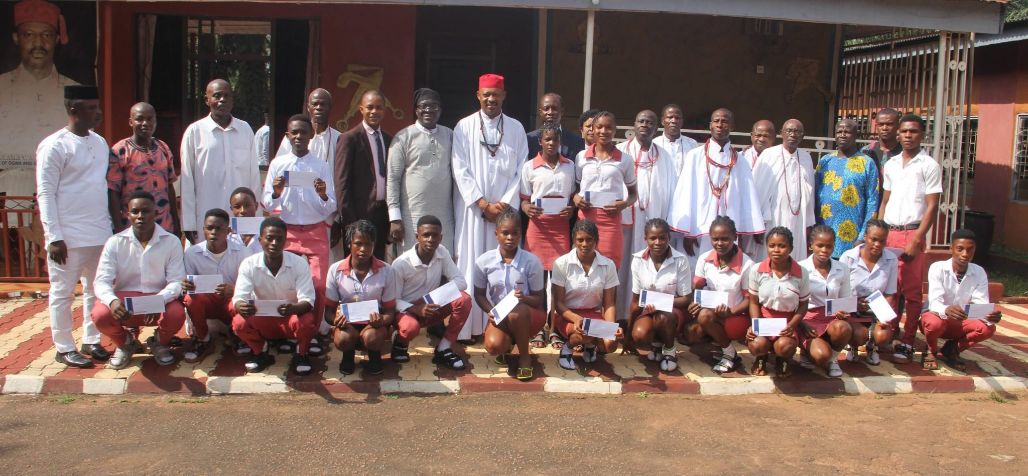 Read more about the article CHEERS AS SAMUEL ADEGBOYEGA UNIVERSITY GIVES SCHOLARSHIP TO 20 INDIGENT STUDENTS IN OGWA COMMUNITY TO REGISTER WAEC